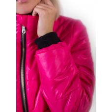 Утепленная  женская куртка с объемным карманом, цвет - фуксия