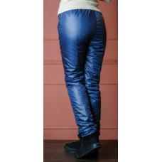 Утепленные зауженные женские брюки из глянцевой ткани с утеплителем флис,  цвет -синий