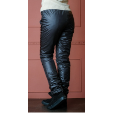 Утепленные зауженные женские брюки из глянцевой ткани с утеплителем флис, цвет -черный